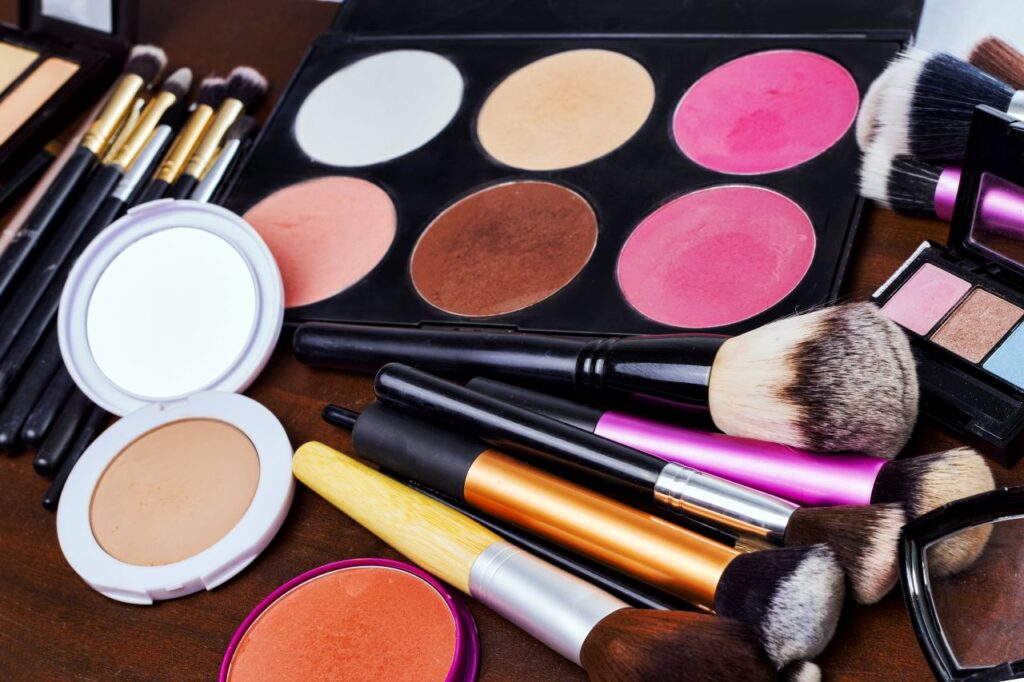 Guide To Buying Your First Makeup Set.jpg