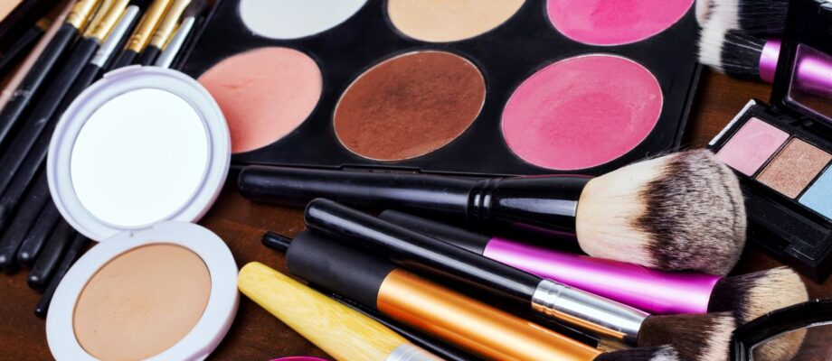 Guide To Buying Your First Makeup Set